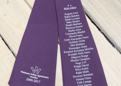 lila-nyakkendo