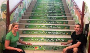 iskolai lépcsődekoráció